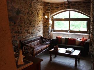 North Tuscany - Dreamy rural retreat in stone - Villafranca in Lunigiana vacation rentals
