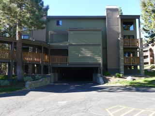 Cozy Condo across from Chair 15-wifi, jacuzzi,... - Mammoth Lakes vacation rentals
