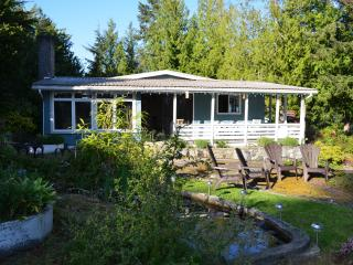 Shores cottage waterside home - Madeira Park vacation rentals