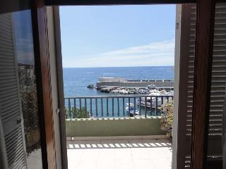 Wonderful Apartment in front of the sea - San Gregorio di Catania vacation rentals