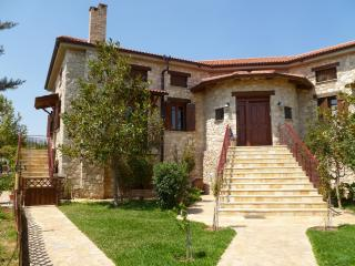 Steliana's cottage, 10 min from ATH Athens Airport - Athens vacation rentals
