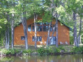 Gorgeous Cabin with Internet Access and DVD Player - Rhinelander vacation rentals