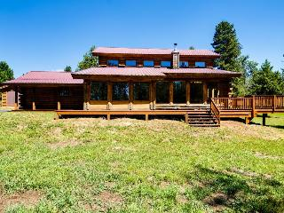 Quiet, tree-lined property with a gorgeous deck and an expansive yard! - McCall vacation rentals