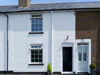 SEABREEZE COTTAGE, pet-friendly, enclosed garden, 2 mins walk to the beach in Walmer near Deal, Ref. 22200 - Deal vacation rentals
