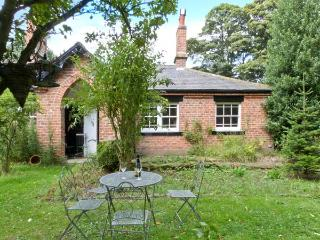 BOUSDALE COTTAGE, pet-friendly, open fire, enclosed garden, near Guisborough, Ref. 25855 - Chop Gate vacation rentals