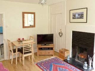 BOUSDALE COTTAGE, pet-friendly, open fire, enclosed garden, near Guisborough, Ref. 25855 - Guisborough vacation rentals