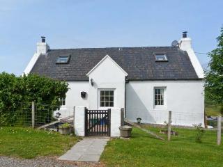 BRIDGE COTTAGE, pet-friendly, pretty views, enclosed garden, great walks, near Portree, Ref. 27278 - Isle of Skye vacation rentals