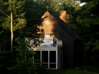 Country home with garden view - Magog vacation rentals