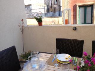 In the center, a few steps from the sea - Trapani vacation rentals