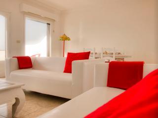 Casa Océano 2, apartamento frente al mar y sol - Costa Teguise vacation rentals