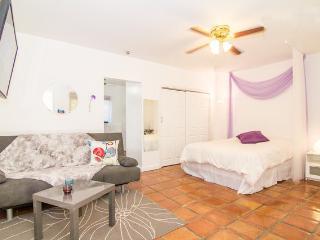 Nice Studio 4 blocks from the beach - Miami Beach vacation rentals