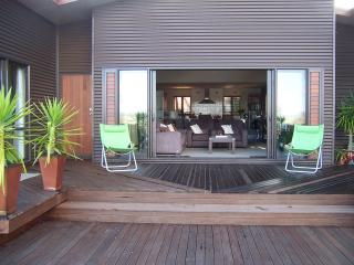Beautiful 2 bedroom Mangonui House with Deck - Mangonui vacation rentals
