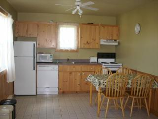Cavendish PEI Area  - 2 Bedroom Deluxe Cottage (3) - St. Catherines vacation rentals