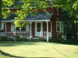 Country Cottage on hill - Starlight vacation rentals