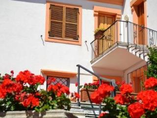 Sirolo close to the square solution with garden, parking and air conditioning - Trezzano sul Naviglio vacation rentals