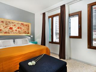Apartment Coquette, modern and elegant near Strada Nuova, 5 minutes to Rialto and 10 minutes to San Marco - Venice vacation rentals