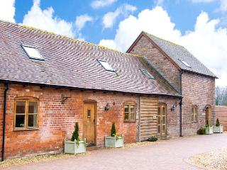 TROOPER'S BARN, spacious barn conversion with hot tub, games room, gym, patio - Craven Arms vacation rentals