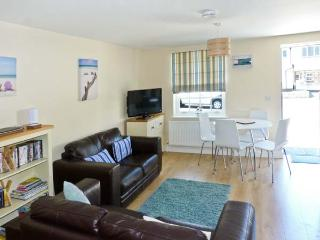 3 OLD POST OFFICE MEWS, quality cottage, close amenities, enclosed patio, off road parking in Brading Ref. 27600 - Brading vacation rentals