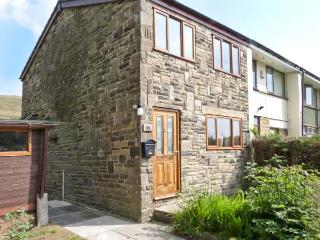 1 FELL SIDE, pet-friedly, wonderful views, great walking, family-friendly in - Todmorden vacation rentals