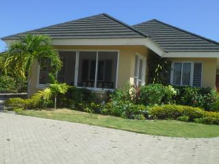 3BD Villa Including Housekeeper/ Airport Transfers - Saint Ann's Bay vacation rentals