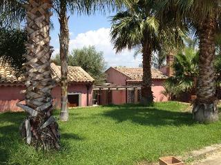 TAORMINA-ETNA - Villa a 5 min da MARINA DI COTTONE - Fiumefreddo di Sicilia vacation rentals