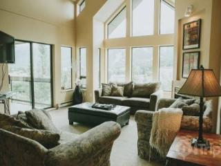 Ravencrest Unit 308 Penthouse in Blueberry Hills,  4 bed, 3.5 bath sleeps 10 - British Columbia Mountains vacation rentals