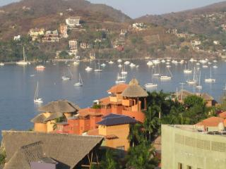 Condo with fantastic view of Zihuatanejo Bay - Zihuatanejo vacation rentals
