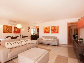 MODERN AND LUXURY APARTMENT 130m2 F1 - Split vacation rentals