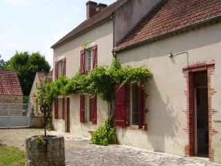 House in Saint-Moré Ft. Large Garden, Vine House - Saint Caradec vacation rentals