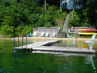 Silver Sunrise Cottage on Beautiful Silver Lake in Traverse City - Traverse City vacation rentals