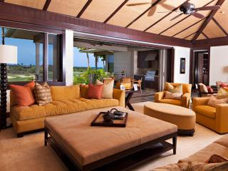 Four Seasons Luxury 3BD Waiulu Villa, Upper Level, Flawless and Chic with Incredible Views - Kona Coast vacation rentals