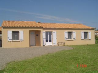 Vendee Holiday Gite Modern Bungalow sleeps 9+ - Rosnay vacation rentals
