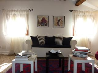 Charming 1 bedroom Venice Apartment with Internet Access - Venice vacation rentals