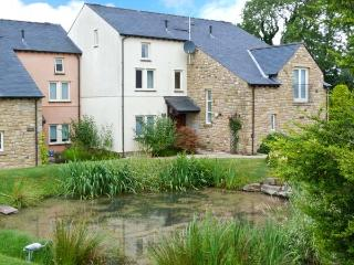 GREEN MEADOW, fantastic on-site facilities including swimming pool, easy access to Lakes and Dales, luxuriously appointed, near Kirkby Lonsdale Ref. 25209 - Kirkby Lonsdale vacation rentals