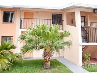 Quaint 2 bedroom Condo with sparkling pool - Cape Coral vacation rentals