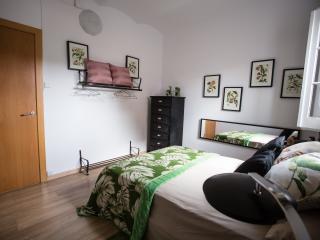 ****3 BEDROOMS CAMP NOU APARTMENT ******* - Barcelona vacation rentals