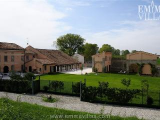 Beautiful House with A/C and Fitness Room - Mantova vacation rentals
