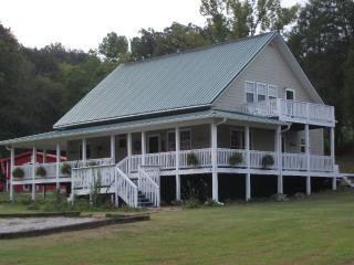 Country Time Escape Covered Porch-Hot Tub, Ponds - Johnson City vacation rentals