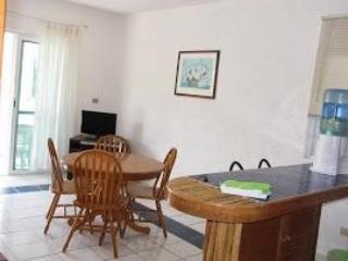 Kitchen island and dining area - Best Bargain On the Beach - Puerto Morelos - rentals