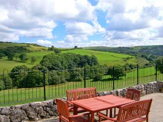 PENDRE UCHAF, pet-friendly, lovely views, enclosed garden, near Ruthin, Ref. 17683 - Ruthin vacation rentals