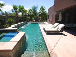 'Paramount' Pool, Spa, Misters, Shuffleboard, Fun! - Indio vacation rentals