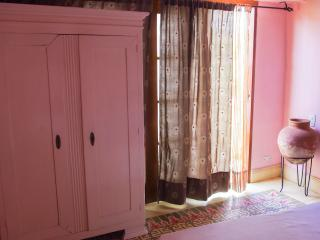 ROMANTIC COLONIAL HOUSE IN OLD CITY - PINK ROOM - Cartagena District vacation rentals