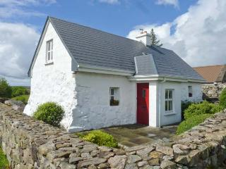 TIGH MHICIL, pet-friendly, woodburner, pretty views, near Rosmuc, Ref. 26363 - County Galway vacation rentals