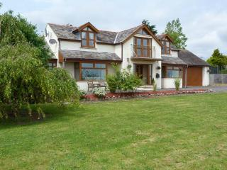 LYNMARIS, sea views, pet-friendly, open fire, Juliet balcony, hot tub, near Aldingham, Ref. 27435 - Aldingham vacation rentals