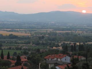 2BR 1BA Private Garden with Breathtaking view - Pergo di Cortona vacation rentals