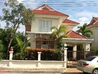 Sleek and Bright 3 bedroom  house in Ao Nang Krabi - Krabi Province vacation rentals