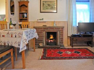 DUCK COTTAGE, traditional, stone cottage, character features, open fire, one mile from beach, in Flamborough, Ref. 12291 - Flamborough vacation rentals