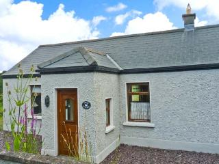 SWAN COTTAGE, multi-fuel stove, conservatory, off road parking, near Balla, Ref. 19258 - Mayobridge vacation rentals