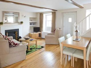BLUEBERRY COTTAGE, open plan living area, open fire, Leyburn, Ref. 21679 - Leyburn vacation rentals