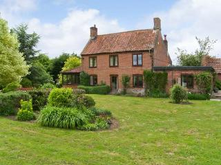 LYONS GREEN close to fishing, open fire, family-friendly in Little Fransham Ref 24558 - Little Fransham vacation rentals